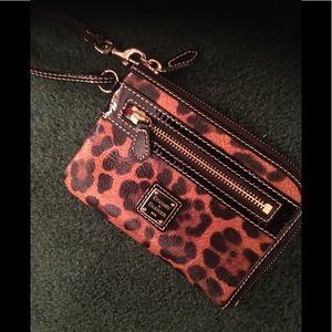 🌻Dooney & Bourke leopard print wristlet